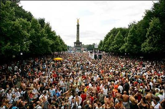 世界最大のテクノフェス『ラブパレード』